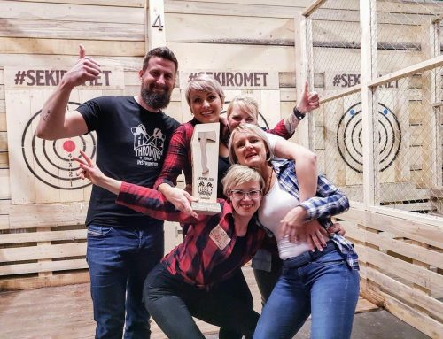Christmas tournament in throwing axes = crazy fun!